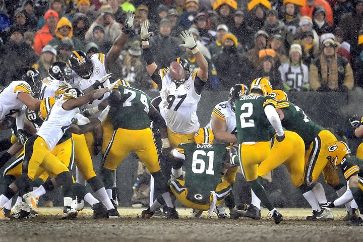 collier1223 Steelers defensive tackle Steve McLendon blocks a field-goal attempt by Green Bay kicker Mason Crosby Sunday at Lambeau Field.