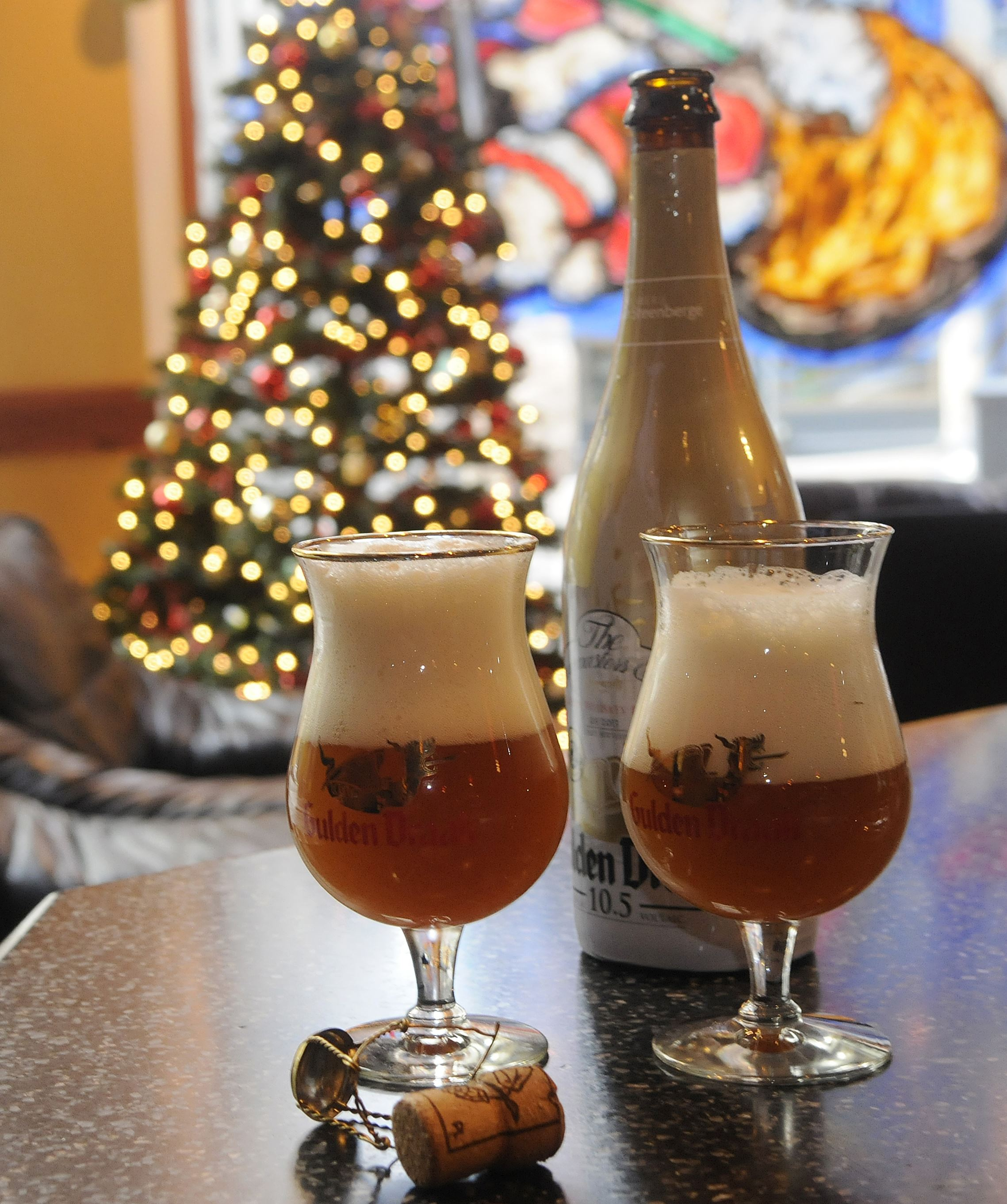20131219lrbeerbailfood01 Gulden Draak shot at Sharp Edge.