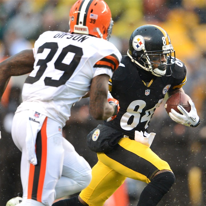 snoter1230 Steelers receiver Antonio Brown picks up a first down Sunday against the Browns.