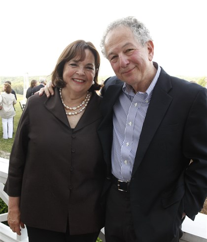 "Garten Ina Garten with husband Jeffrey during the Botanic Gardens ""Hamptons in the Heights"" event."