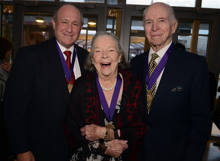 Cancergala Sy Holzer with Elsie and Henry Hillman at The Hillman Cancer Center Gala.