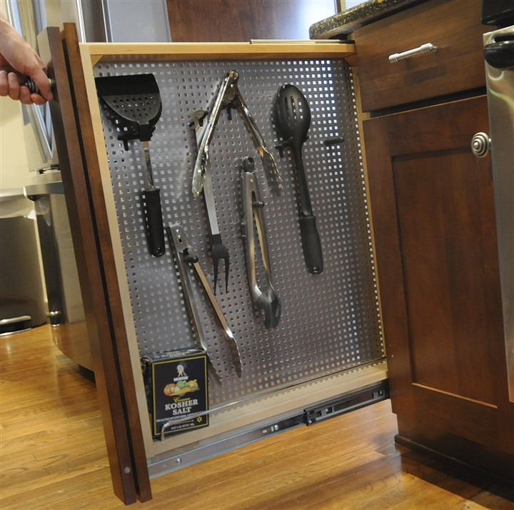 20131218lrkitchenmag06 Pull out organizers for kitchen tools.