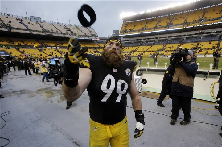 Browns Steelers Football Brett Keisel, shown here tossing a headband into the stands after the Steelers' final game this season, may have played his last game as a Steeler.
