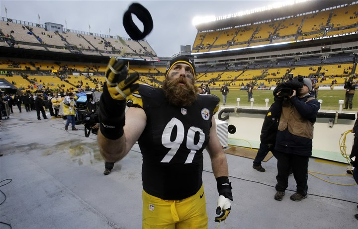 Browns Steelers Football Brett Keisel, shown here tossing a headband into the stands after the Steelers' final game this season, plans to spend more time playing and listening to music.