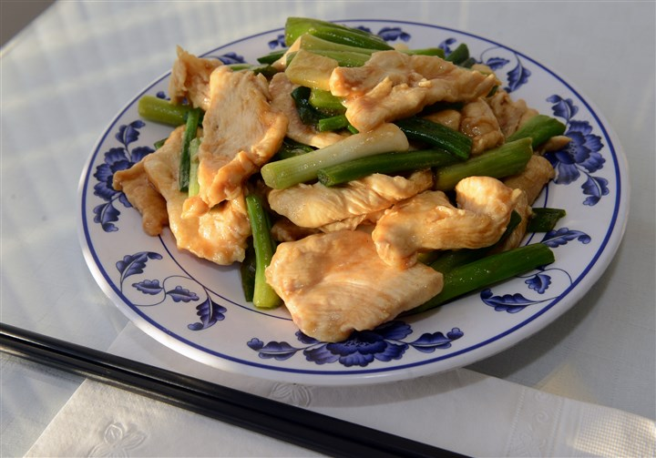20140103bwKaMeiMag03-1 Chicken with ginger and scallions.