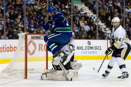 Penguins beat Canucks, 5-4, in shootout