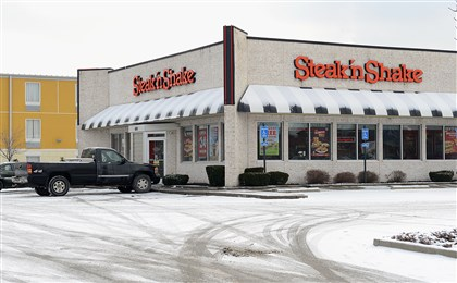 20140109 Steak n Shake at Waterfront The Steak 'n Shake restaurant in the Waterfront shopping complex in Munhall where Imani Porter, 20, was shot while sitting in his car Wednesday night.