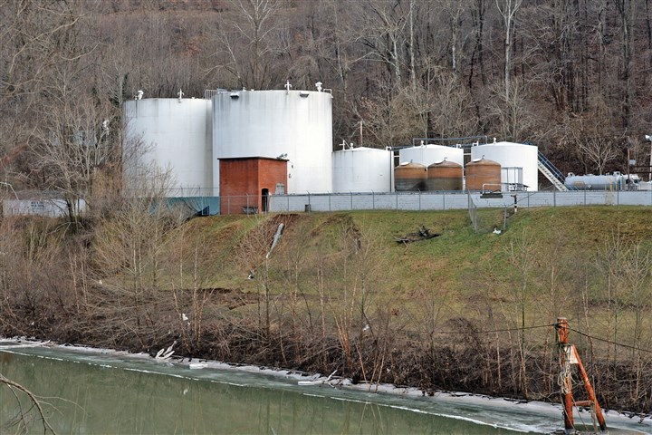 "20140110 Charleston Elk River Freedom Industries on the banks of the Elk River is seen on Jan. 10 in Charleston, W.Va. West Virginia American Water determined Thursday that a chemical called MCHM had ""overwhelmed"" the plant's capacity to keep it out of the water from a spill."
