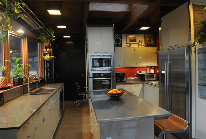 Kulesa Kevin Kulesa of Ross won the 2011-12 PG Renovation Inspiration Contest, small category, for the redesign of his 1960s kitchen. He restored old steel laboratory cabinets found at Construction Junction for his kitchen along with painting glass tile for the back splash.