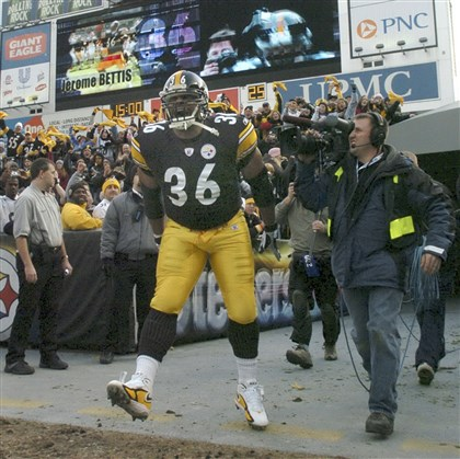 Jerome Bettis Jerome Bettis is introduced before his final game at Heinz Field on Jan. 1, 2006.