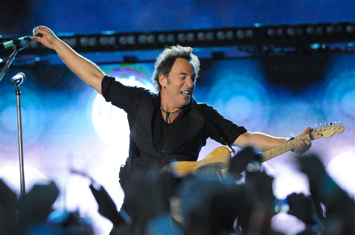 SuperBowlSpringsteen-5 Bruce Springsteen rocks the house at the Super Bowl half-time show in 2009.