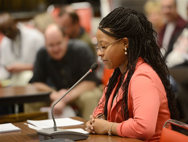 20140131ppAwilson3LOCAL-5 Alexis Payne, a junior at CAPA, provides testimony to the ad hoc committee meeting.