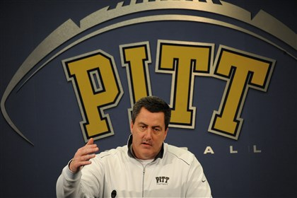 20140205rldPittPlayers02-16 Pitt head football coach Paul Chryst