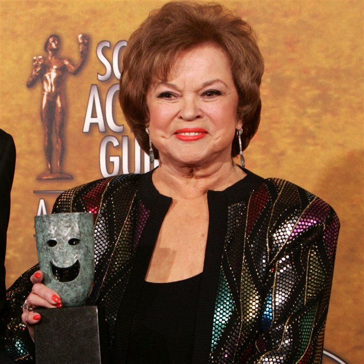 Obit Shirley Temple Shirley Temple Black poses in 2006 with the Screen Actors Guild Awards 42nd annual life achievement award. She died last night at age 85.