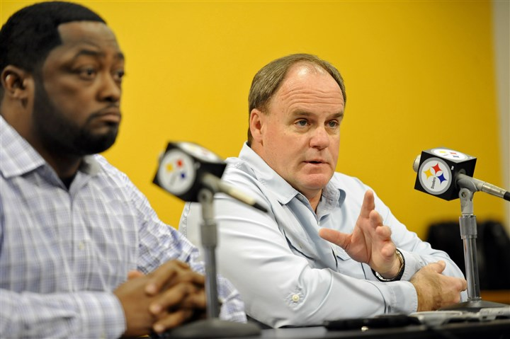 Mike Tomlin, Kevin Colbert at news conference Steelers general manager Kevin Colbert, right, shouldn't have a hard time finding a player he likes in the first round of the NFL draft this year.