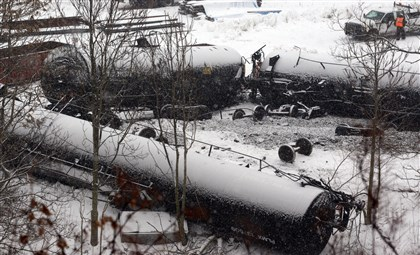 Vandergrift derailment Multiple cars of a freight train hauling oil and gas derailed this morning in Vandergrift, striking a building that houses a specialty metals firm, authorities said.
