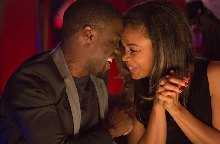 "AboutLastNight4-1 Bernie (Kevin Hart) and Joan (Regina Hall) drink and flirt on their date in ""About Last Night."""