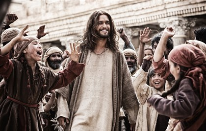 "'Son of God' Diego Morgado 02 Jesus (Diogo Morgado) greets his followers in ""Son of God."""