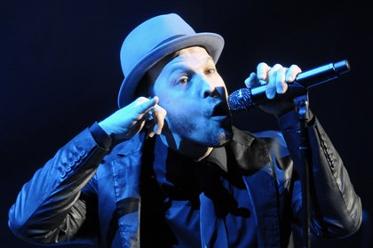 20140221bwDegrawMag01 Gavin Degraw opens for Billy Joel at Consol Energy Center.