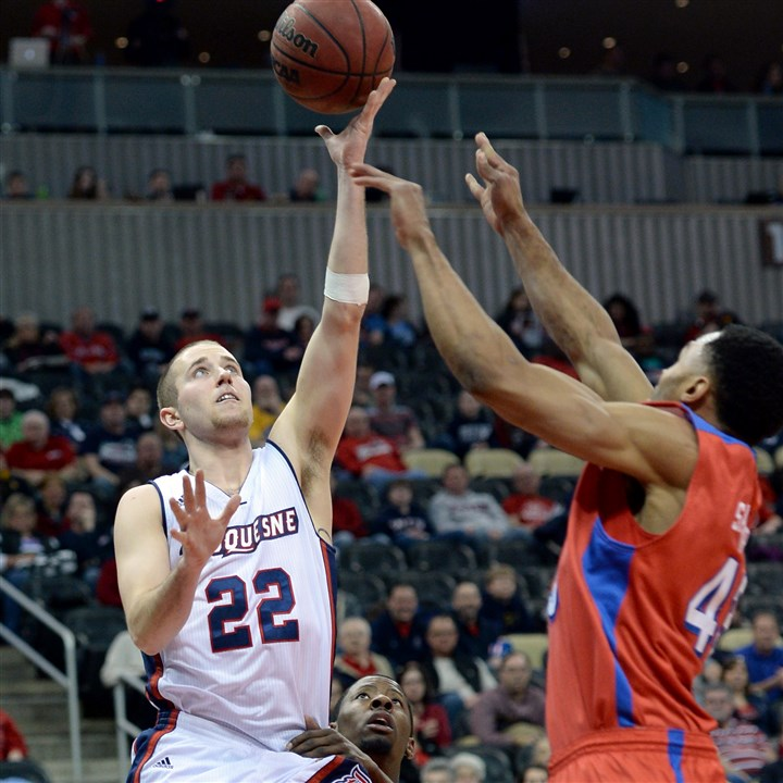 Duquesne's Micah Mason drives to net Matt Freed /Post-Gazette February 22, 2014 Duquesne's Micah Mason drives to the net against Dayton's Vee Sanford in the first half at Consol Energy Center Saturday afternoon.