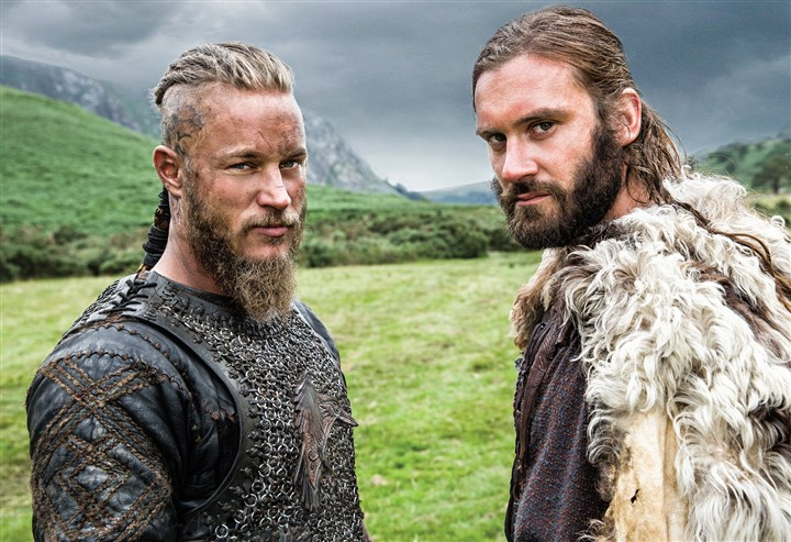 "20140227HOVikings2-8 Brothers Ragnar (Travis Fimmel) an Rollo (Clive Standen) in History's ""Vikings."""