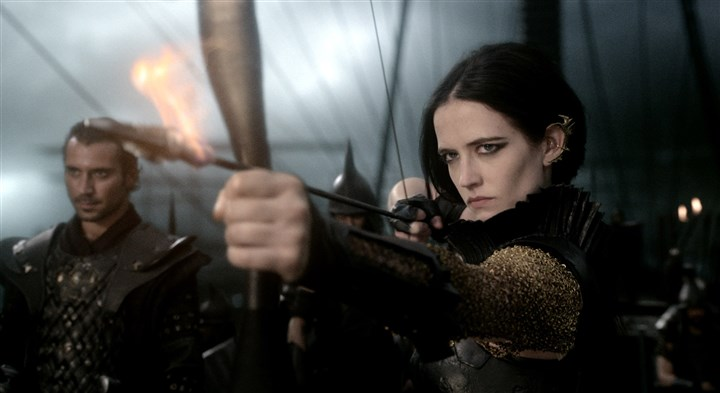 "'300: Rise of Empire'  Ben Turner as General Artaphernes and Eva Green as Artemisia in ""300: Rise of an Empire."""