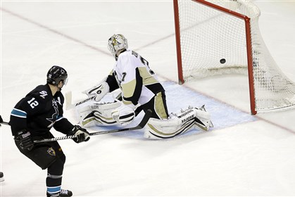 Penguins-Sharks Hockey San Jose center Patrick Marleau scores on a shot past Penguins goalie Jeff Zatkoff in the third period of the Sharks' 5-3 victory.