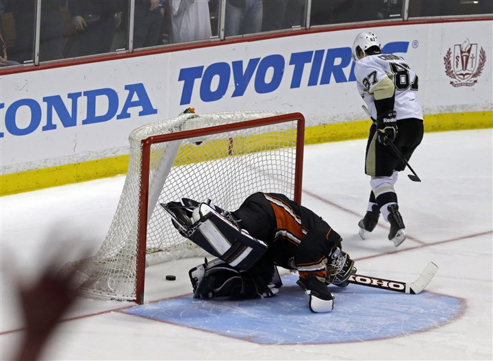 Sidney Crosby leaves Ducks goalie Jonas Hiller prone Sidney Crosby leaves Ducks goalie Jonas Hiller prone in goal after beating him for a shootout goal Friday night in the Penguins' victory in Anaheim, Calif.