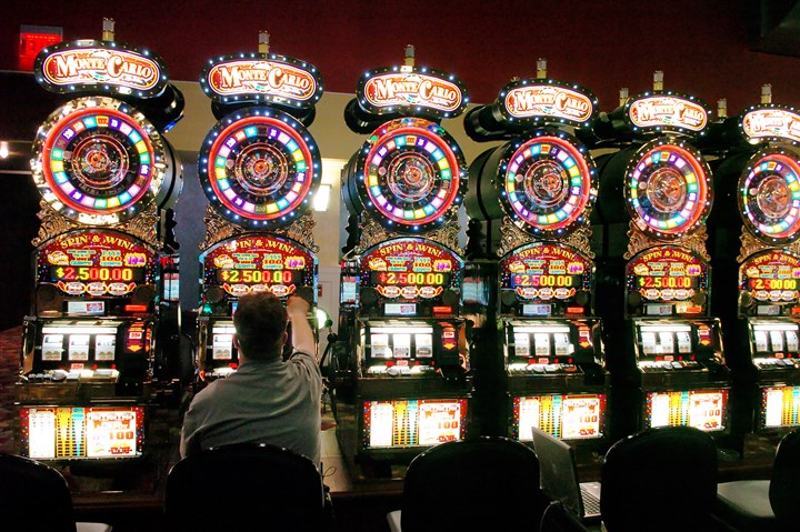 slots1 A state panel has delayed Pittsburgh's $1.4 million share of gaming revenue.