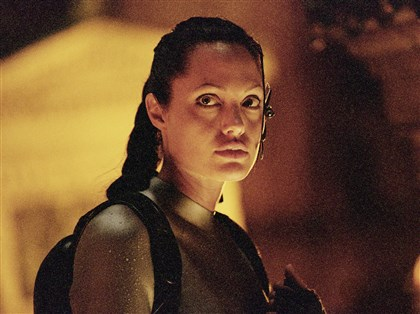 "6NJ00KAB-2 Angelina Jolie in ""Lara Croft Tomb Raider: The Cradle of Life."""