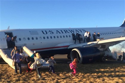 20140313usAIR4 Passengers evacuate a Florida-bound plane after the pilot was forced to abort takeoff.
