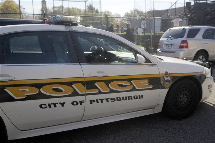 Pittsburgh police car A draft arbitration award would allow Pittsburgh officers to live within 25 air miles of the City-County Building, overturning a requirement that has been in place since 1902.