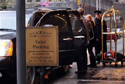 valetlocal0319 Omni William Penn offers valet parking for its guests.