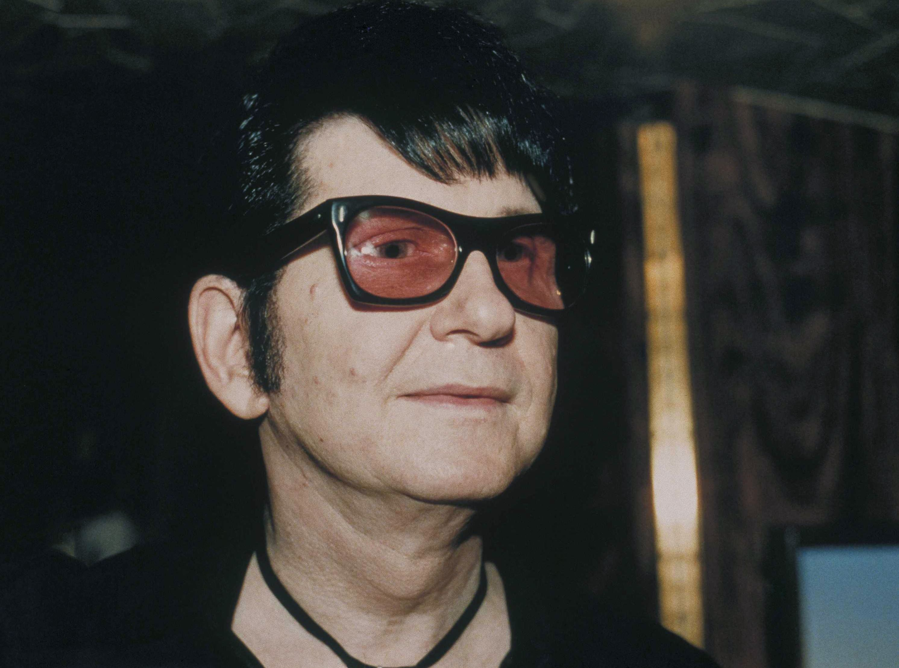 Roy orbison in a 1988 photo singer and guitarist roy orbison in 1988