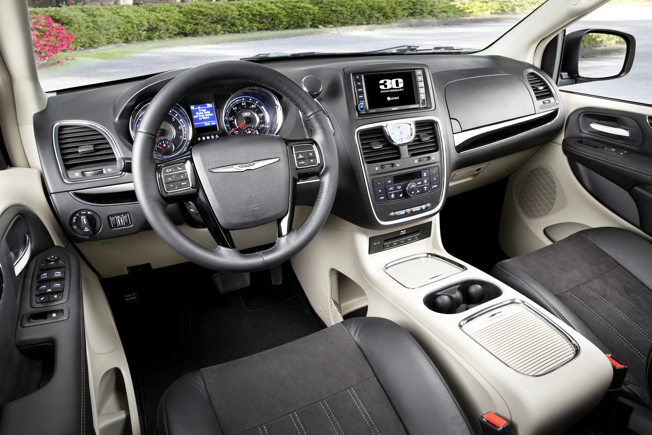 2014 Chrysler Town amp Country  Motor Trend
