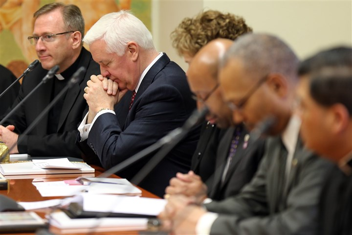 20140325Rome6-3 Gov. Tom Corbett, second from left, prays during a meeting at the Pontifical Council for the Family in Vatican City.