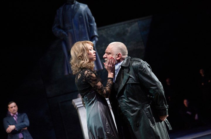 "Regan and King Lear Regan (Anna Maxwell Martin) taunts her father, the king (Simon Russell Beale) in ""King Lear"" at London's National Theatre."