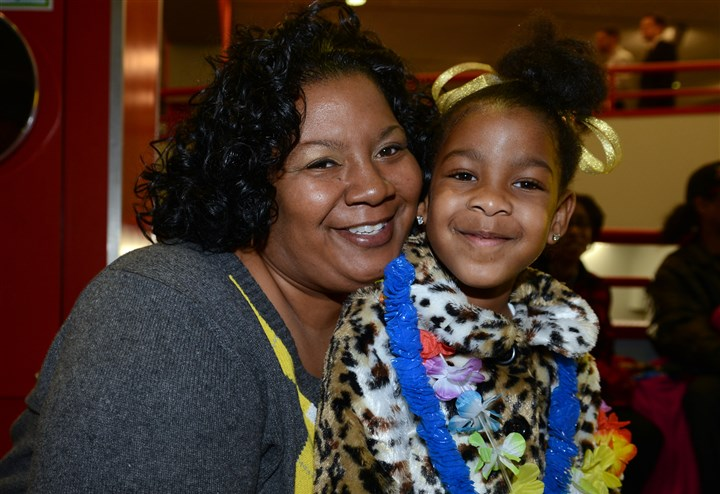 20140329bwChildSeen03 Alaysha Wright with her daughter Brielle Wright, 4.