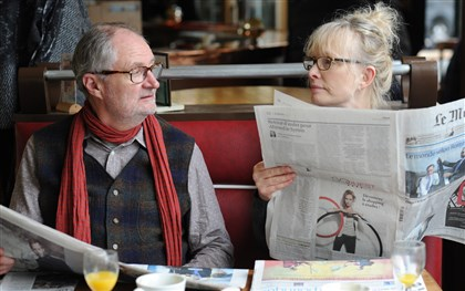 "20140403LeWeekEnd4-2 Jim Broadbent and Lindsay Duncan star in ""Le Week-End."""