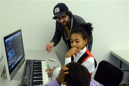 "Andre' Costello teen specialist at Carnegie Library Pittsburgh Andre Costello, a teen specialist at the Carnegie Library of Pittsburgh in East Liberty, teaches Chazzlyn Burke, center, 11, and Sydnie Jay, 12, to use musical software at ""The Labs"" program. Studies have found that for $1 of investment into libraries, $5.50 to $6 is returned to the community."