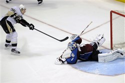 Penguins left winger Jussi Jokinen scores against Avalanche goalie Semyon Varlamov in a shootout. The NHL announced Thursday players will be prohibited from using the spin-o-rama in shootouts and on penalty shots.