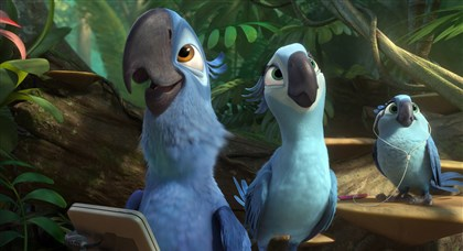 "Rio2_1 Blu (Jesse Eisenberg), Jewel (Anne Hathaway) and their music-loving daughter, Carla (Rachel Crow) enjoy the exotic sounds of the jungle in ""Rio 2"""