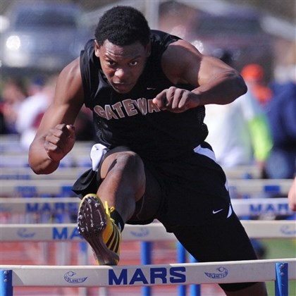 9eq00kc3.jpg Gateway's Montae Nicholson is an excellent hurdler as well as a dynamic long jumper for the Gators.