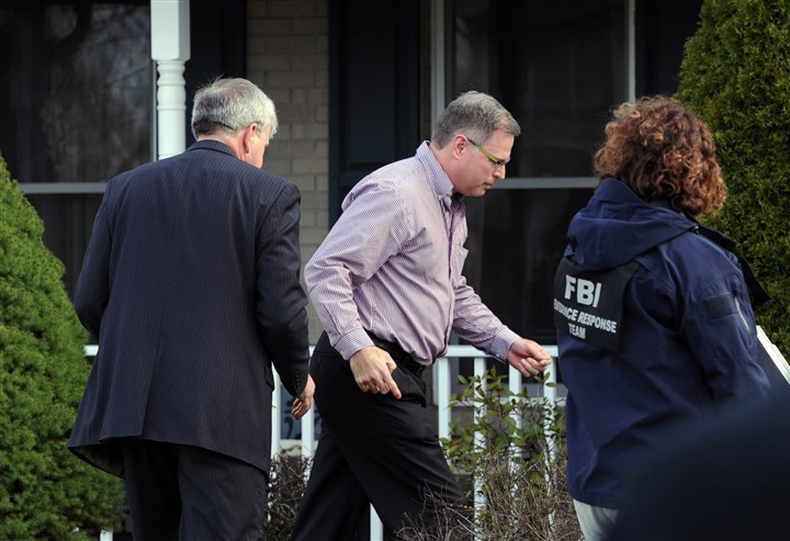 20140409JHLocalStabbing06-1 Harold Hribal, center, father of the suspect, and FBI agents enter Mr. Hribal's house on Sunflower Court in Murrysville.