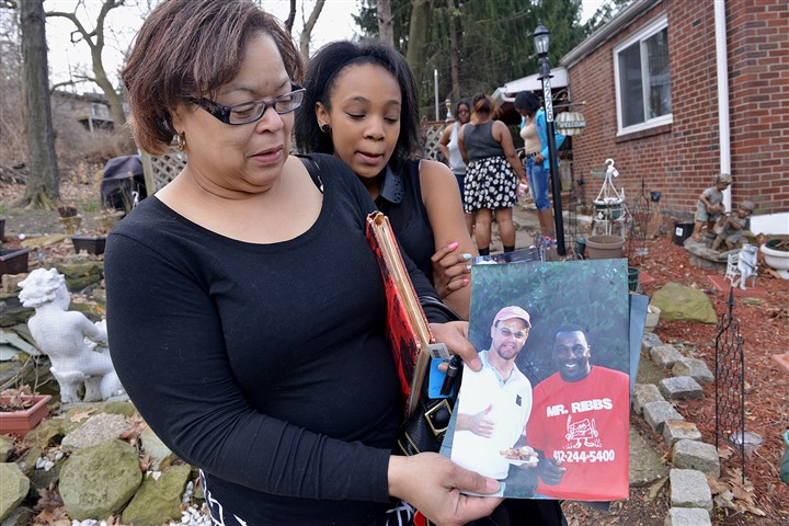 20140413lrposeylocal04-9 Gaye Posey, left, and her daughter Nia, 11, at their home with a photo of James Posey. James Posey was killed by a drunk driver in December 2013. Nia was also involved in the accident.