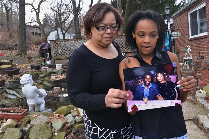 20140413lrposeylocal01-7 Gaye Posey, left, and her daughter Nia, 11, at their home with a photo of James Posey. James Posey was killed by a drunk driver on Dec. 22, 2013. Nia was also involved in the accident.