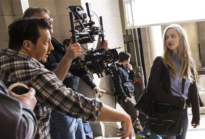 "20140414fatherDaughters2 Director Gabriele Muccino and Amanda Seyfried on the set of ""Fathers & Daughters."""