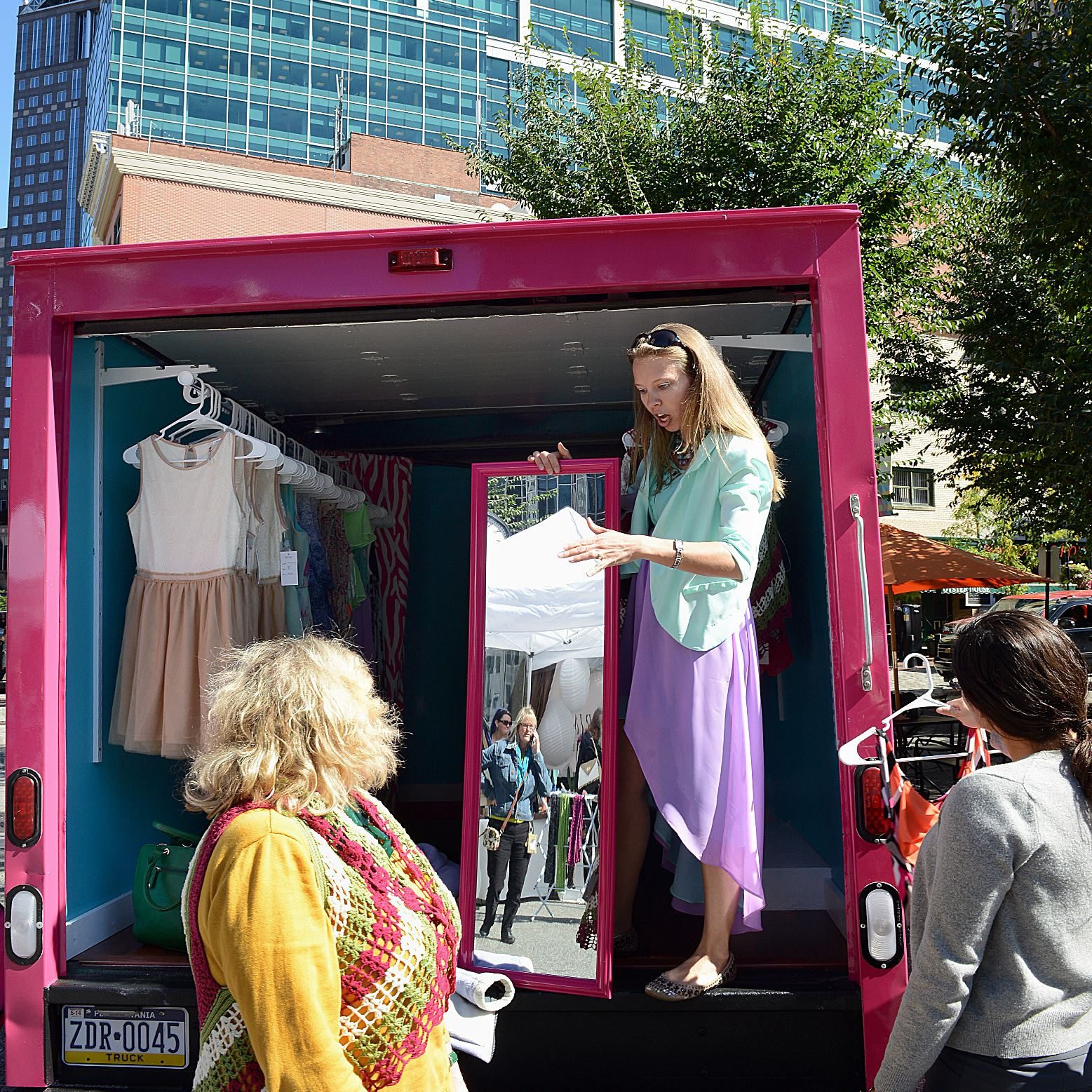 Fashion on four wheels pittsburgh embraces mobile for Mobel stylisch