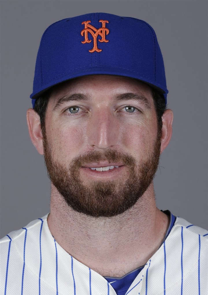 Ike Davis Ike Davis formerly of the New York Mets, now the Pittsburgh Pirates.