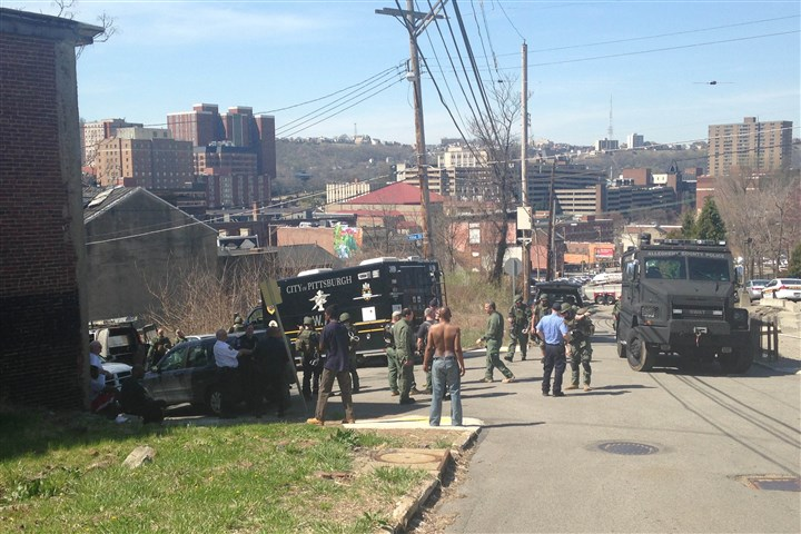 20140421SWAThilldistrict The SWAT team shut down several Hill District streets this morning.
